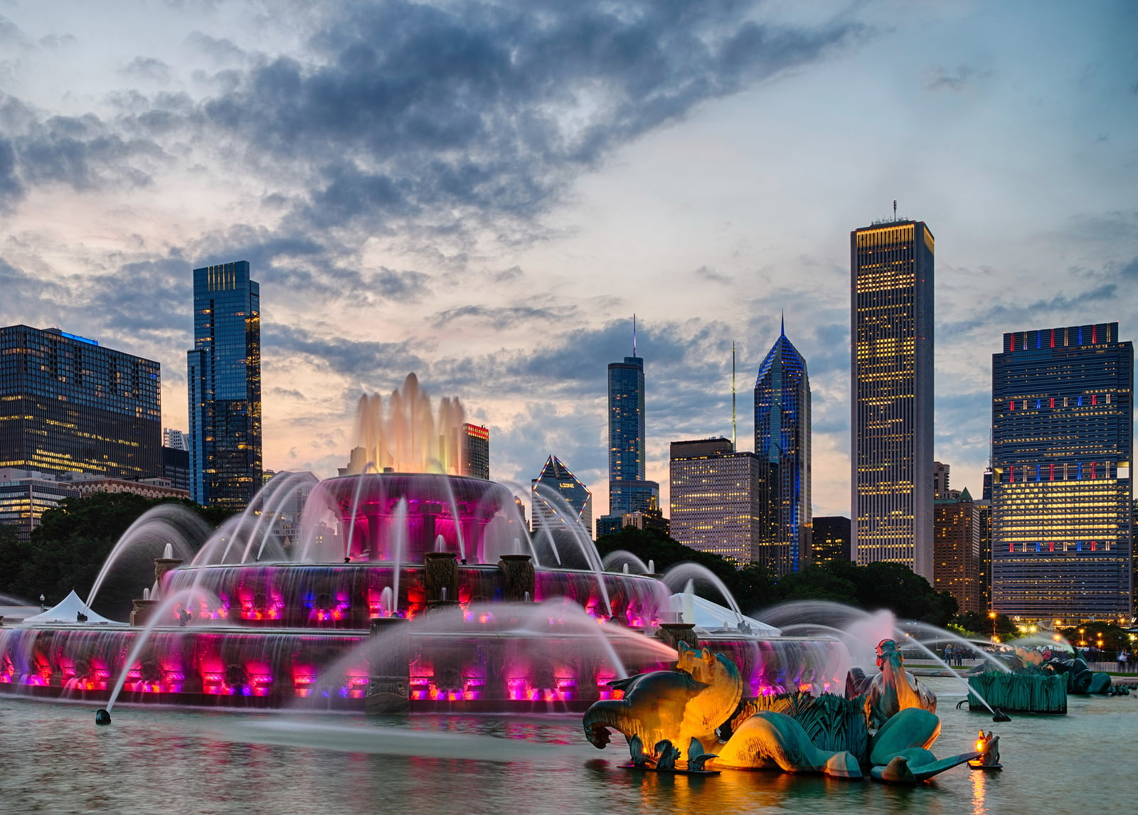 Buckingham-Fountain-In-Grant-Park.jpg